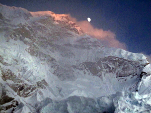 Moonrise-West-Face-Nuptse
